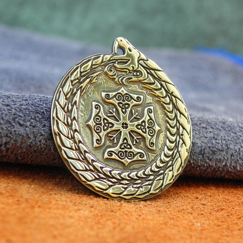 Protection from all sides of the world Symbol Protection Viking Thor/'s hammer 4 and 4 Rune Algiz Sea Kite the Viking J\u0153rmu\u014bgandr