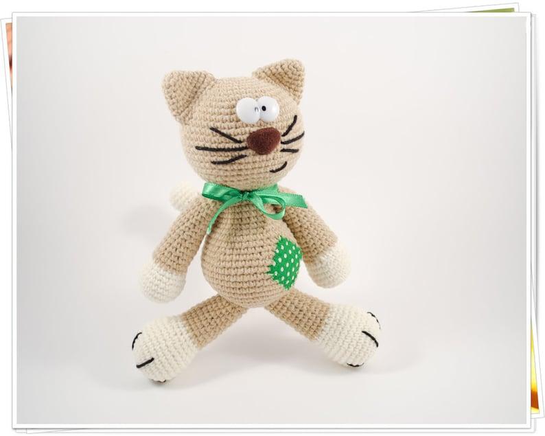 DIY Laid-Back Cat Amigurumi Crochet Pattern | UsefulDIY.com | 635x794