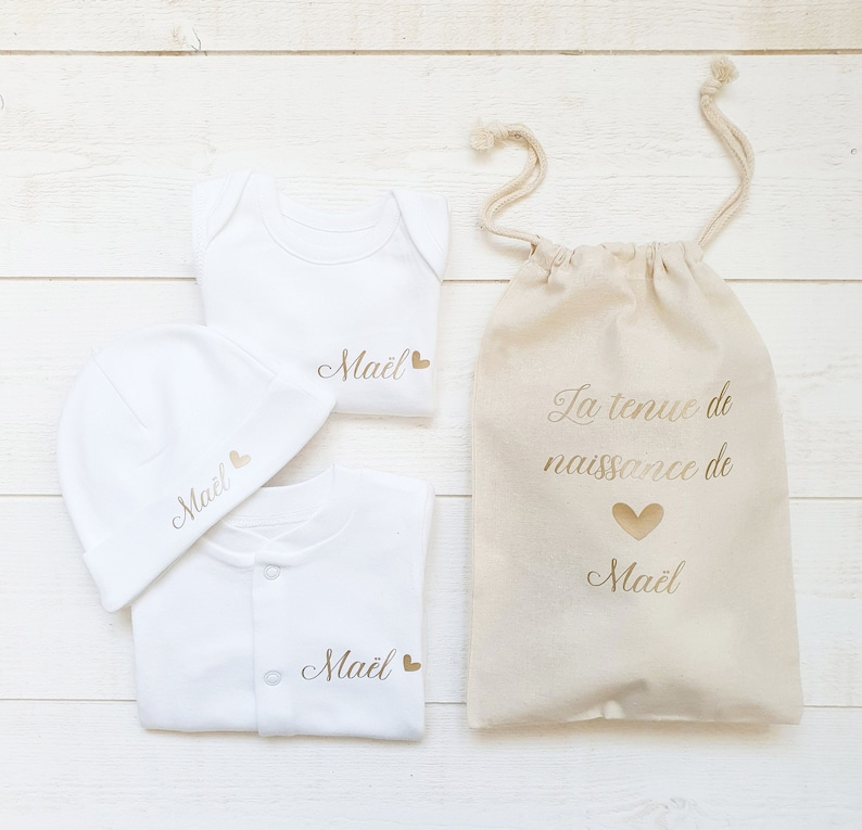 Tenue de naissance à personnaliser prénom et coeur pyjama - Créatrice ETSY : MelliConfetti