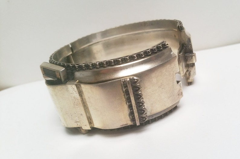 Antique Sterling Silver oval hinged buckle bangle