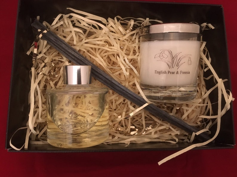 Gift Box with scented soy candle and matching scent diffuser. image 0