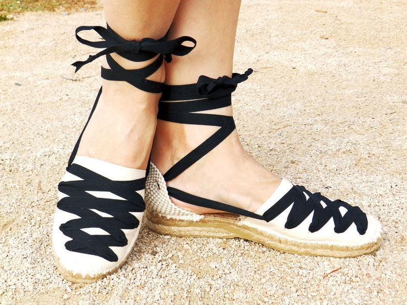 16c3bdbc95e Lace up low wedge espadrilles Black and beige Spanish