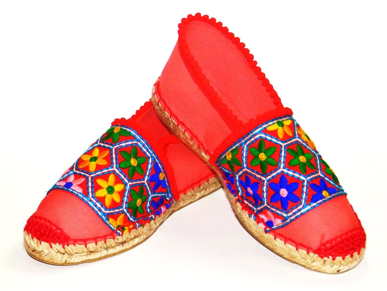 07437c1d8cc Spanish red espadrilles with flat sole and ethnic embroidery. Canvas coral  red. Organic cotton. Alpargatas Made in Spain