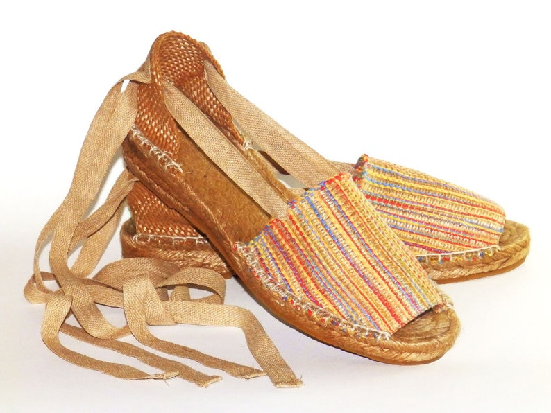6d446b3e211 Open toe espadrilles. Low wedge. Multicolor burlap fabric.