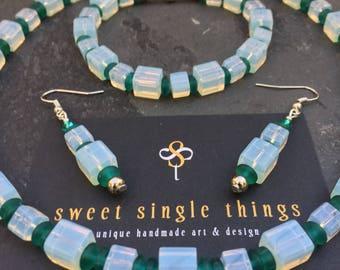 Jewelry set, necklace, bracelet, earrings, necklace, bracelet, earrings, green, opal colours, spring, glass beads, Christmas, Xmas, gift