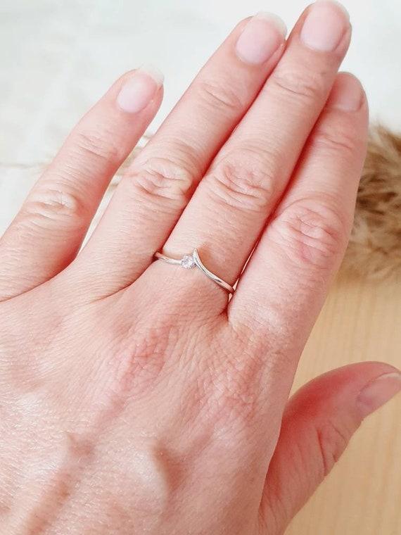 Vintage sterling silver ladies ring, pink cubic zi