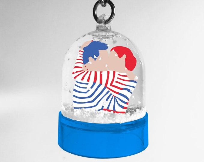 Sea kiss snowball key ring