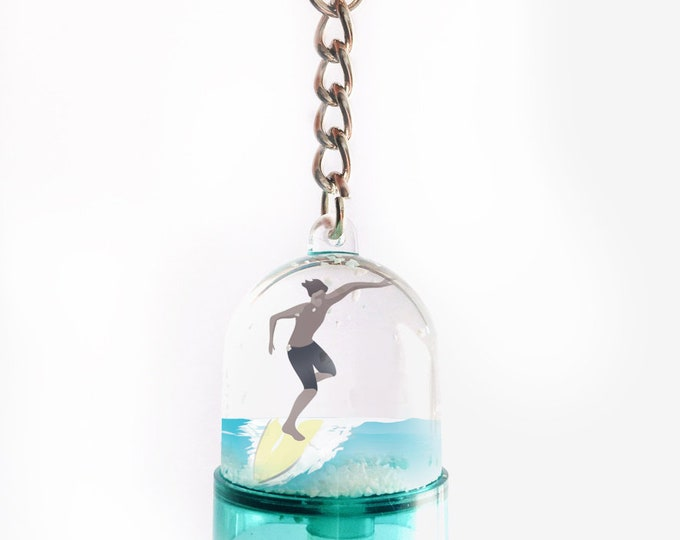Snowball key ring on the back of blond or brown didouch surfer