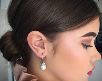 Bridesmaid earrings, pearl earrings, bridal earrings, wedding earring, rhinestone earrings, bridesmaid gift, silver earrings, small earrings