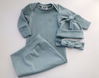 1a56b4bf577 Organic cotton baby gown and knotted hat outfit