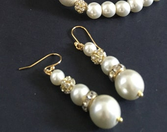 Creamy white pearl earrings Vintage style faux pearl dangle earring drop June birthday jewelry Pearl gift for mother bride prom grandmother