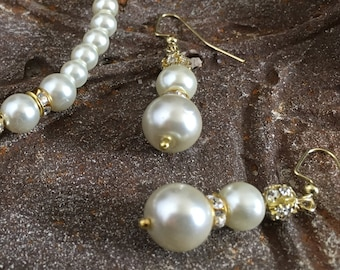 Cream pearl earrings Soft white pearl drops Womans vintage style bridal jewelry Classic pearls for wedding mother June birthday Set options