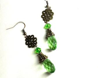 Celtic jewelry Long dangle teardrop earrings Green earring drops Love knot earrings Vintage style Romantic woman gift Scotland Ireland Wales