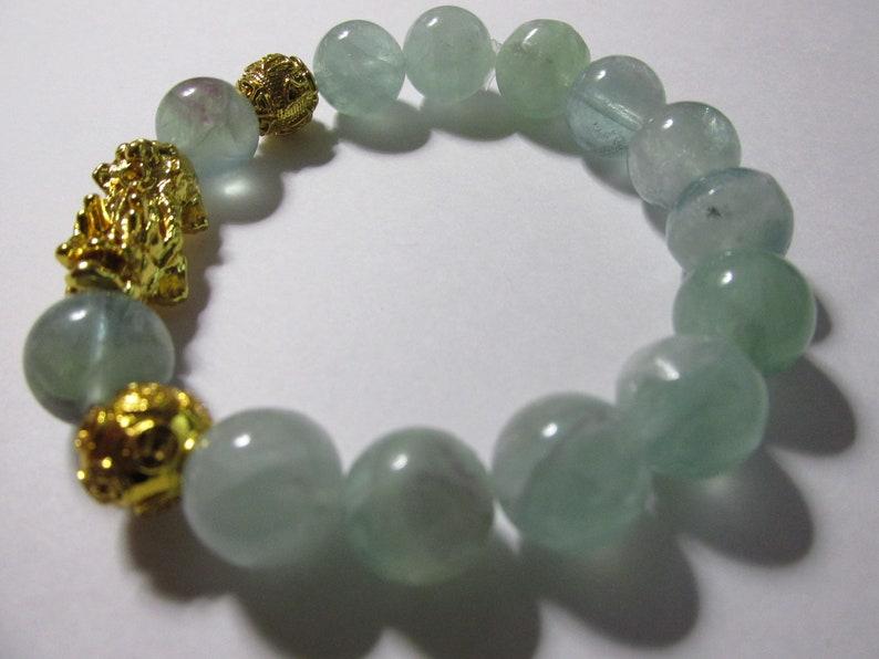 Natural Fluorite Gemstone Bead Expandable Bracelet with Gold Tone Pi Xiu-Pi Yao Charm One Size