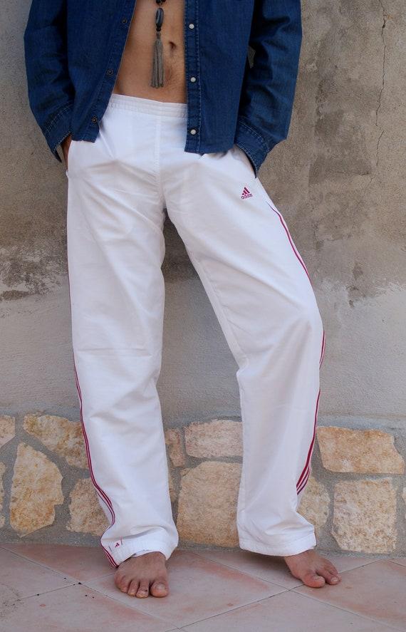 Neues Produkt am modischsten suche nach authentisch ADIDAS weiße Hose, 3 rote Streifen Stil, Unisex, lässig, Sport,  Streetstyle, US Größe XS, Eu Größe S, italienische Größe 44 (16.)
