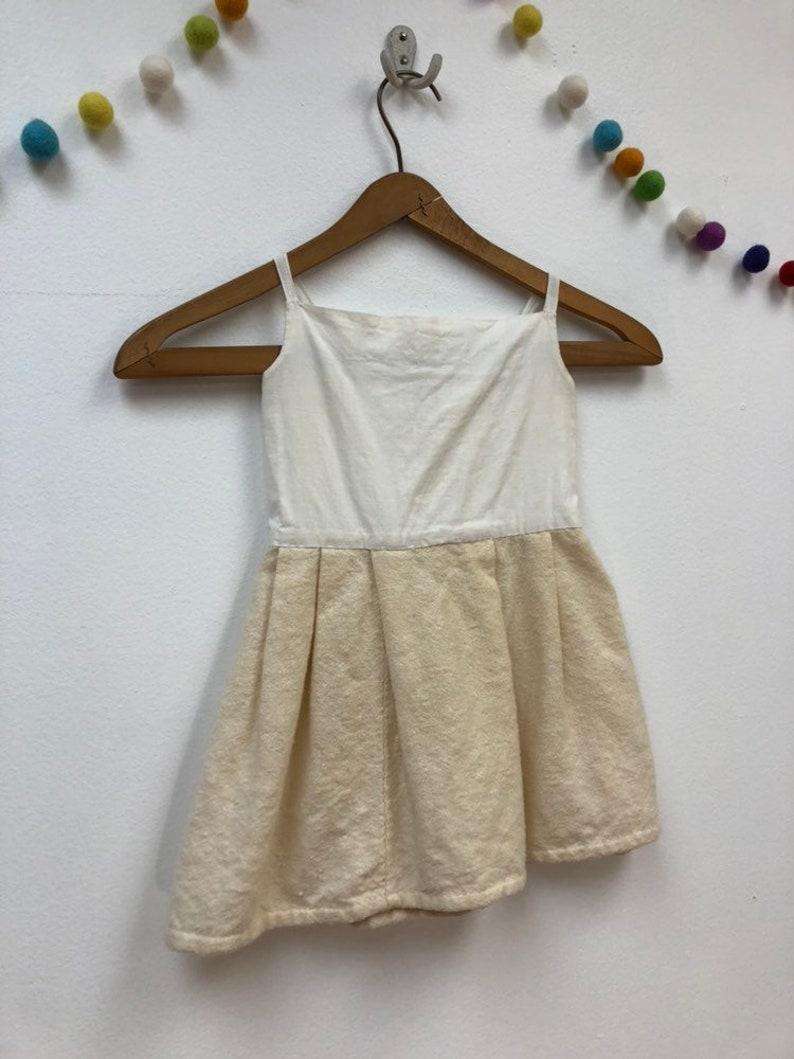 437c86f6728b9 Les enfants des années 1940 laine robe en crêpe coton Creme