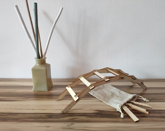 Self supporting bridge inspired by Leonardo da Vinci - easy version