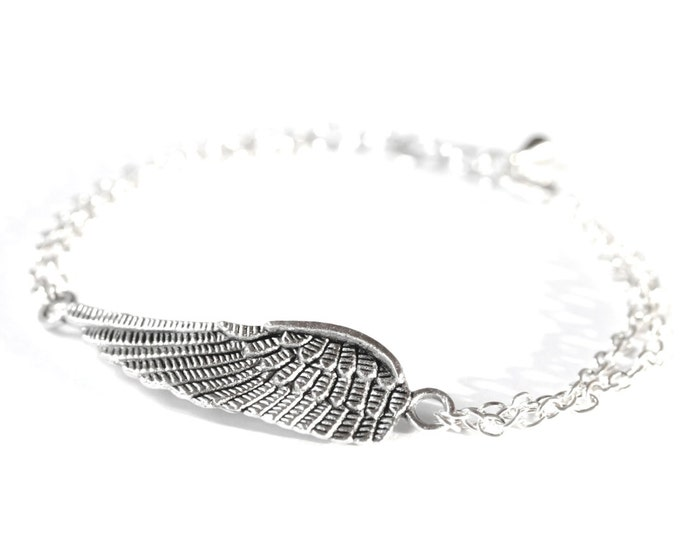 Silver bracelet with double chain and a 4,5 angel wing