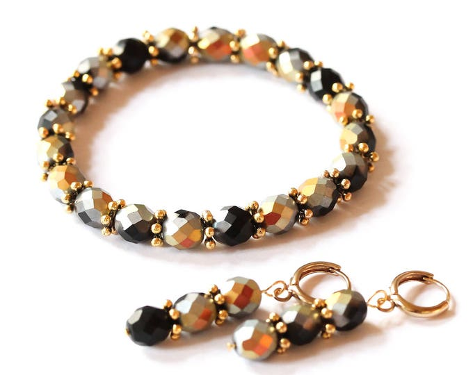 Set with a bracelet and earrings made of Czech glass beads and gold tone elements