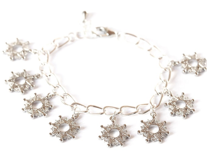 Silver bracelet with medium chain and 8 silver star charms