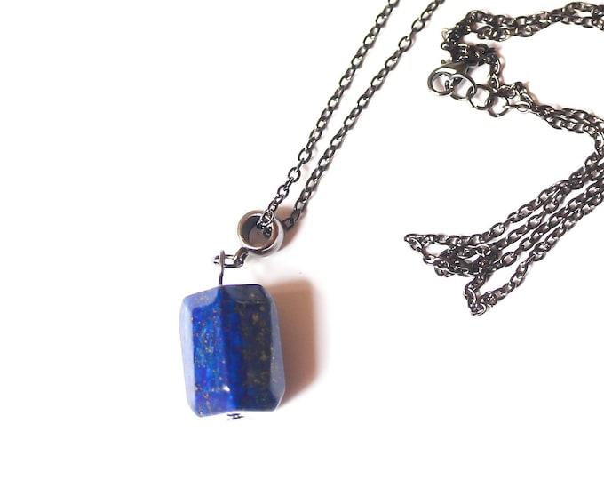 Gunmetal chain necklace (90 cm) with a large lapis lazuli pendant