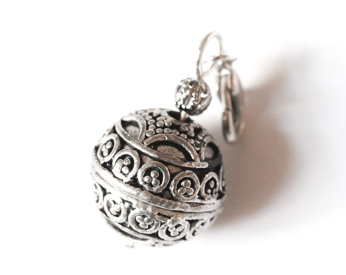 Charm / pet collar charm / pendant, with antique silver ethnic bead