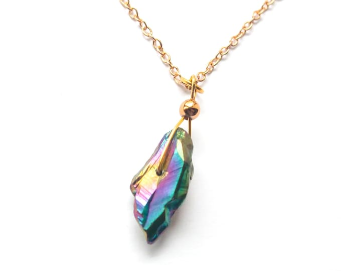 50 cm necklace with a thin gold chain and rainbow quartz pendant