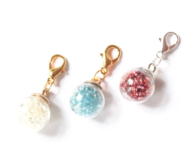 Charm with a spherical glass vials containing rhinestones or crystals (3 colours)