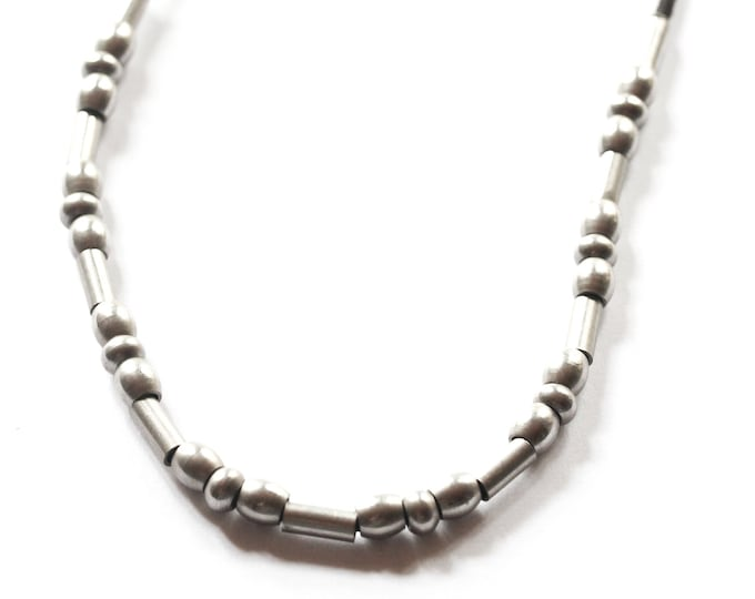 Vintage necklace, with silver beads