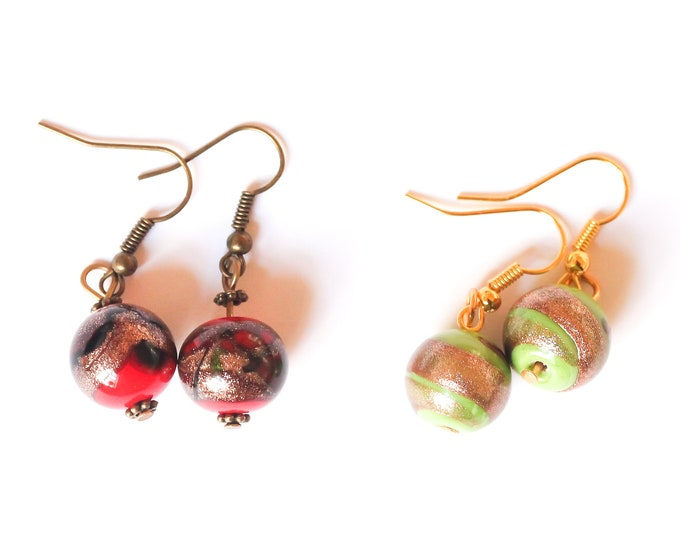 Earrings with round beads, red or green