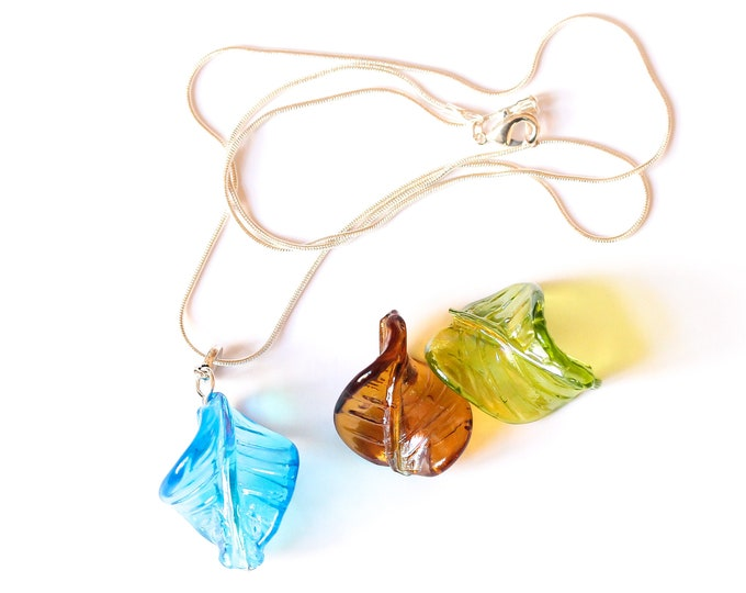 60 cm silver plated necklace with large twisted leaf bead from Murano, blue, green or brown