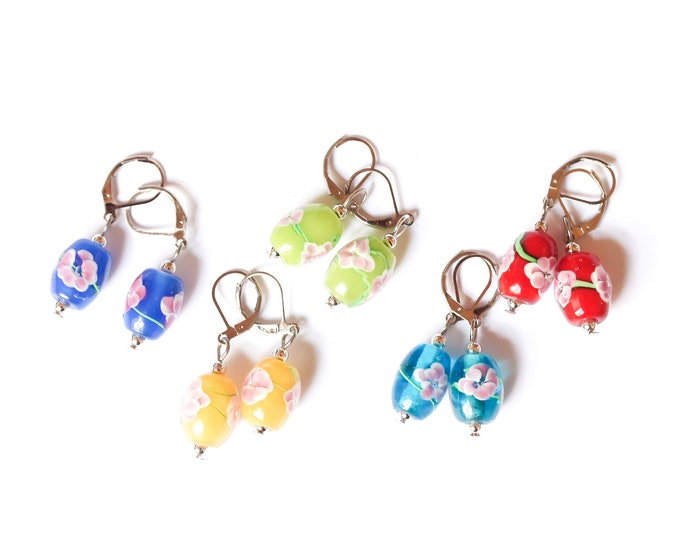 Earrings with colourful glass beads with a pink flower