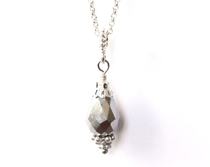 50 cm necklace/pendant with a briolette bead (16 mm), a silvery bail and a silver plated chain
