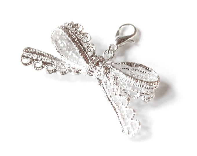 Charm/pendant with a 6 cm silver lace bow in metal
