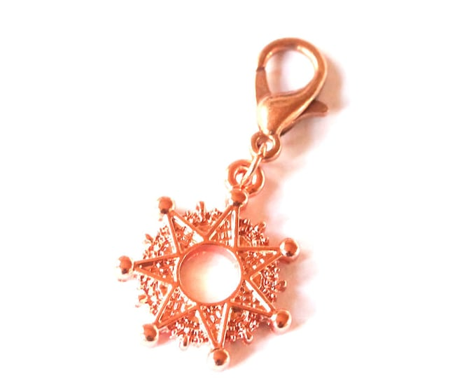 Charm/pendant with a bright copper/rosegold star and lobster clasp