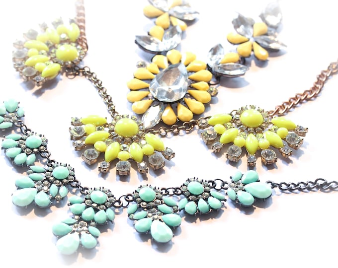 Necklace with colourful cabochons, 3 colour choice (mint green, yellow, lime)