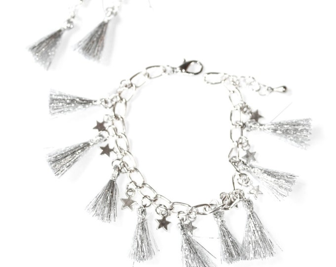 Set of silver bracelet and earrings, with silver tassels and little stars