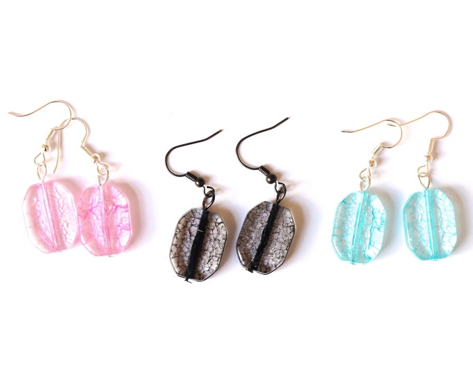Earrings with flat crackled beads