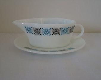 Pyrex JAJ Chelsea gravy boat and saucer vintage 1960s/1970s, white, blue, milk glass, glass, James A Jobling,