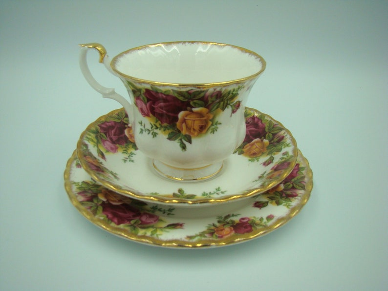 4e5f7b9d539 Royal Albert Old Country Roses Trio tea cup saucer and
