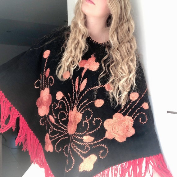 Embroidered Flower Poncho with Fringing / Mexican… - image 1