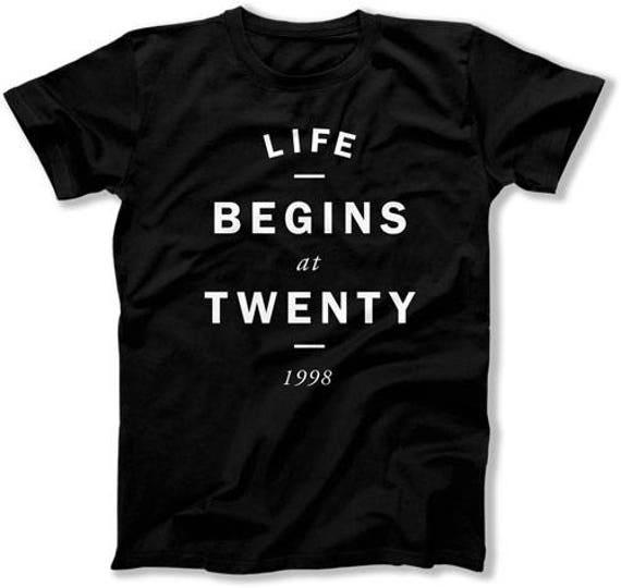 20 Geburtstag Shirt Geburtstag Geschenk Ideen Für Männer Geburtstagsgeschenke Für Ihr Leben Beginnt Bei Zwanzig 1998 Geburtstag Herren Damen T Shirt