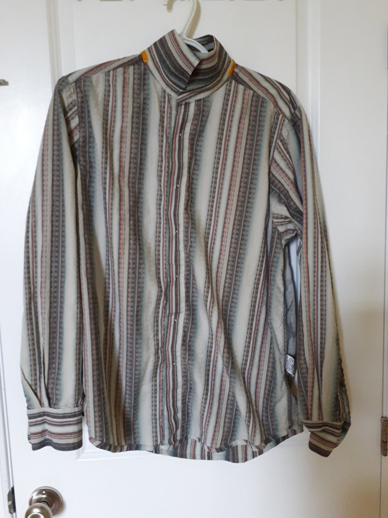 Tommy Bahama shirt button down long sleeved top blue grey with red and orange stripes white plastic buttons 100/% cotton preppy unisex