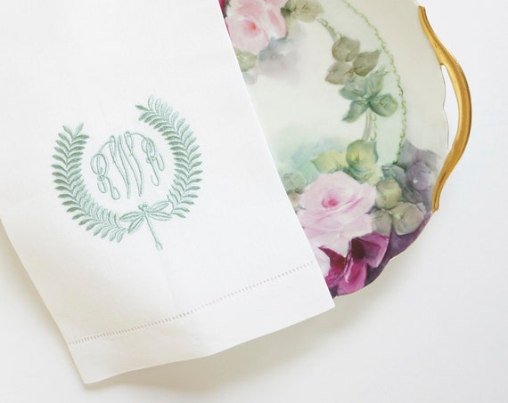 DRAGONFLY WREATH, Monogrammed Cloth Napkins, Monogrammed Linen Dinner Napkins, wedding or hostess gift, monogrammed cotton or linen napkins