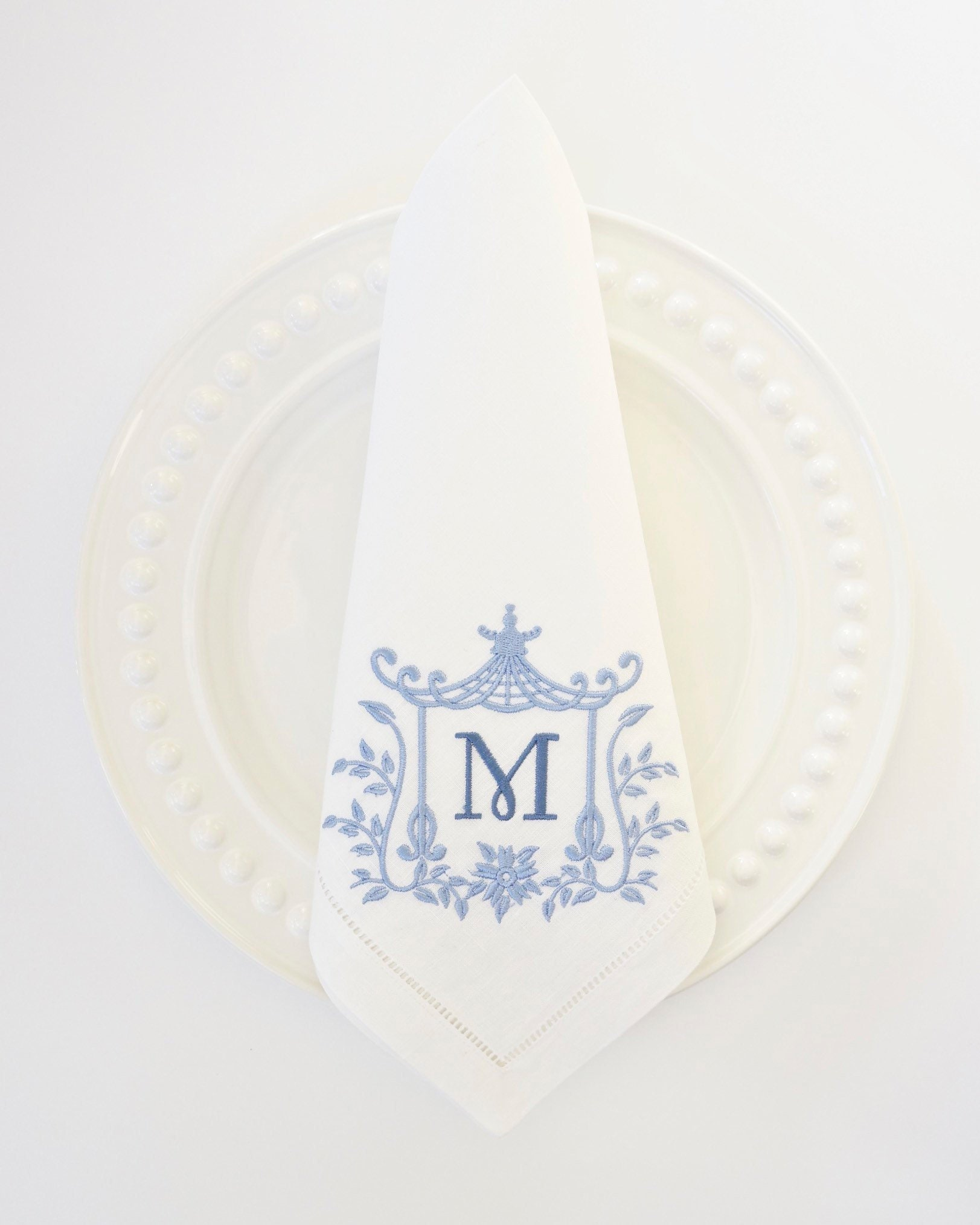Monogrammed Napkins Pagoda Iv Font Monogrammed White Linen Dinner Napkins Wedding Or Hostess Gift Monogrammed Cotton Napkins