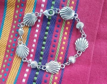 Silver Scallop Shell Bracelet / Beads from Spain / Camino de Santiago / Pilgrim / St James / Beach / Zamak