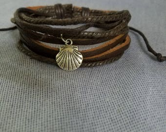 Multistrand Brown Leather Bracelet with Scallop Shell   Adjustable   Camino    Boho   Men and Women   Beach 795cc66838b