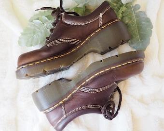 2581a5e9b469 90s Vintage Doc Martens  90s Chunky Oxford   Vintage Doc Martens  90s  Grunge Shoes  Women s Size 8  Men s Size 6.5  Lace Up Oxford