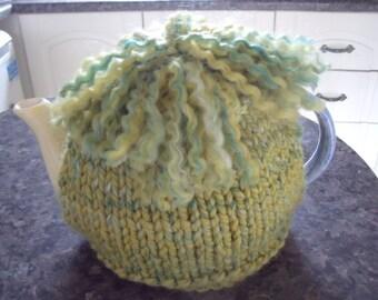 Basic tea cosy to fit a 6 cup tea pot.