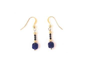 Boucles d'oreilles Or jaune* Lapis-lazuli & spinelle noire–chaîne fine Or 14 ct*, pierres fines naturelles, semi-précieuses, bijou artisanal